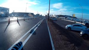 Carril bici con separadores goma